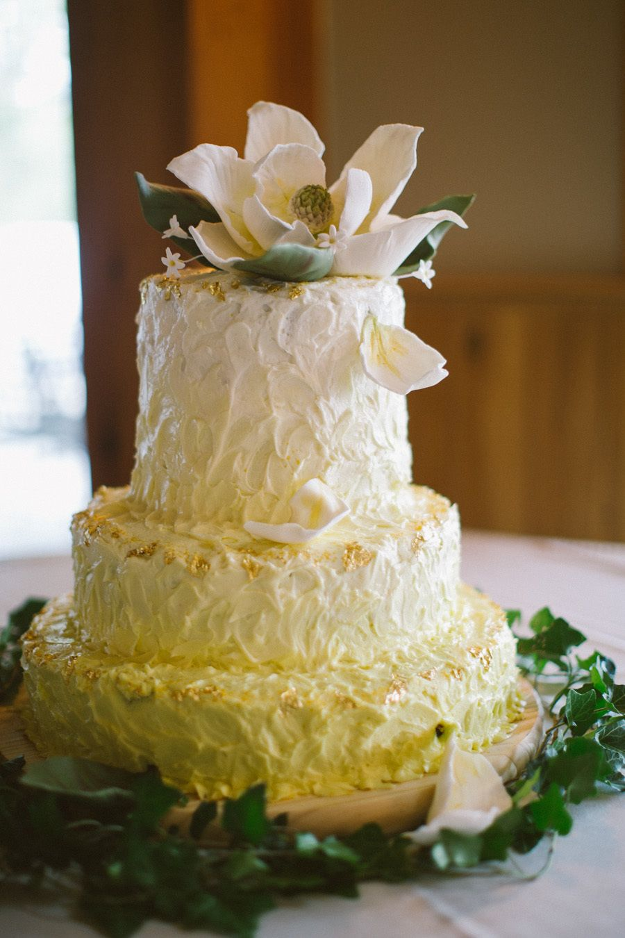 Decorate your wedding cake with beautiful silk flowers afloral decorate your wedding cake with beautiful silk flowers afloral has high quality mightylinksfo