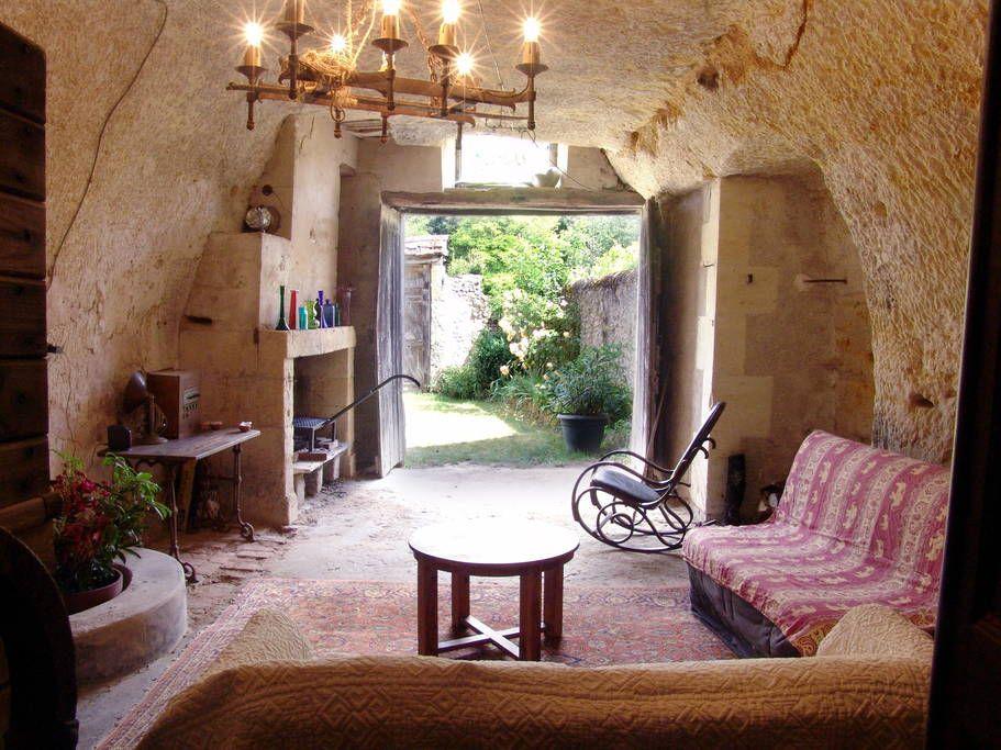 Maison A Lussault Sur Loire France Logement Troglodytique Atypique Comprenant Un Studio Tout Confort Et Maisons Souterraines Maison Troglodyte Maison A Louer