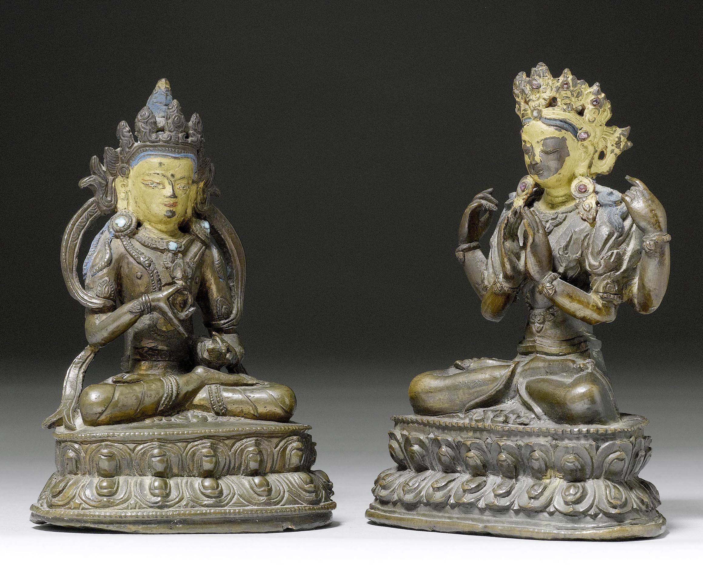 ZWEI SITZENDE GOTTHEITEN. Tibet, 19. Jh. H 13,8-14 cm.