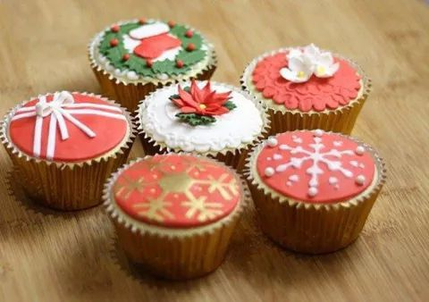 #cupcakered #christmasred