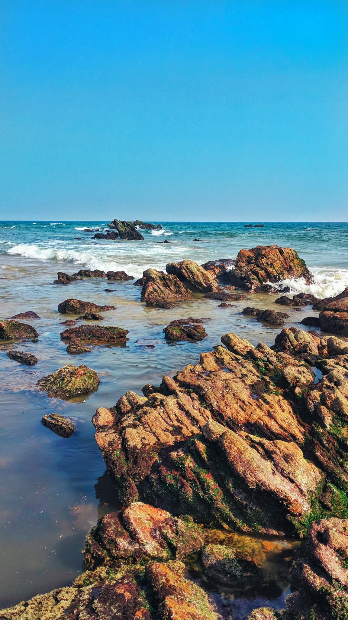 A Colourful Rocky Beach Side In Visakhapatnam India 1152x2048 Oc Music Indieartist Chicago In 2020 Beach Landscape Background Images Wallpapers Beach Painting