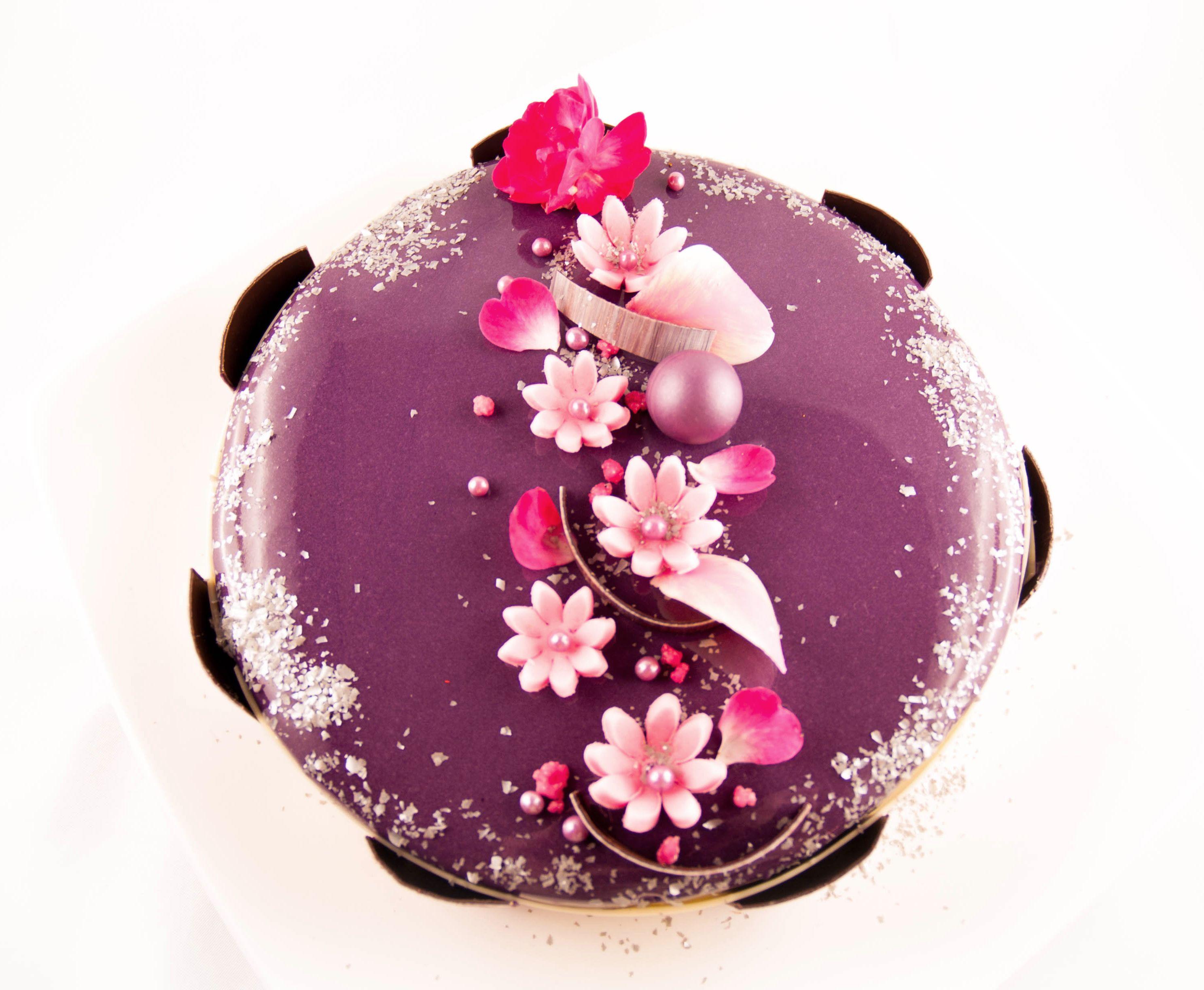 Dacquoise pistache mousse drag e confit fraise mes for Decoration entremet