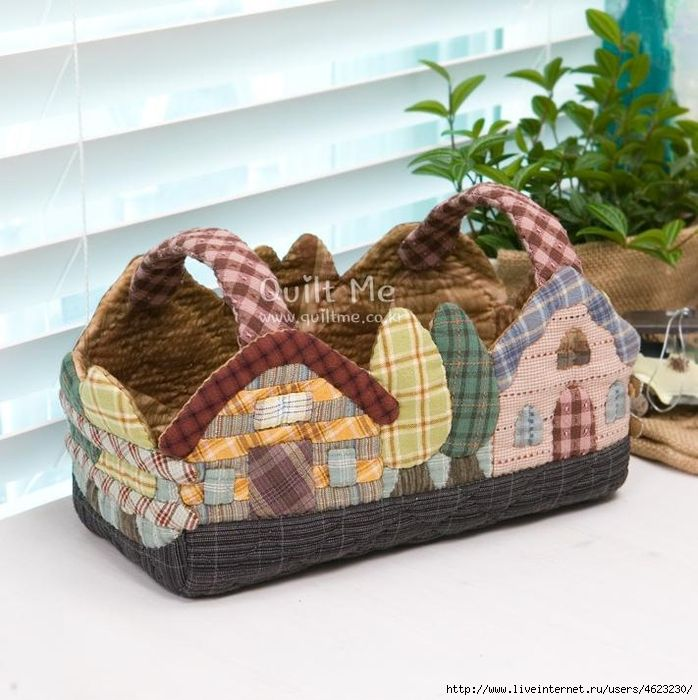 Super cute quilted house tote, perfect for Easter! Via www.quiltme.com