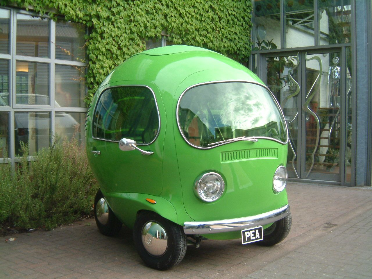 Birdseye Pea Car - Can I say that if I came into a lot of money this is the first thing I would buy or have built...it's undeniably the cutest inanimate object I can imagine.