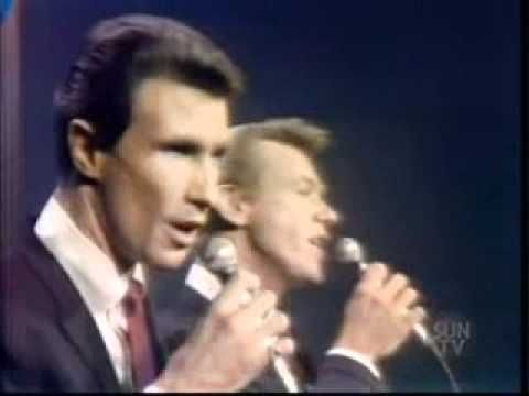 Righteous Brothers - You'll Never Walk Alone (1965) - YouTube