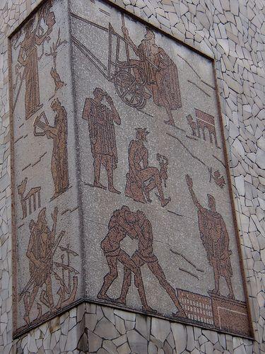 mosaico facciata Liceo Celio (Rovigo) -  VIRGILIO MILANI (Rovigo, 29 febbraio 1888 – Rovigo, 15 marzo 1977)    #TuscanyAgriturismoGiratola