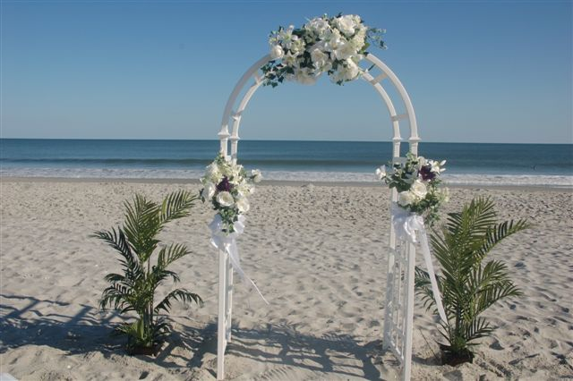 Decorate A Wedding Arch For Beach