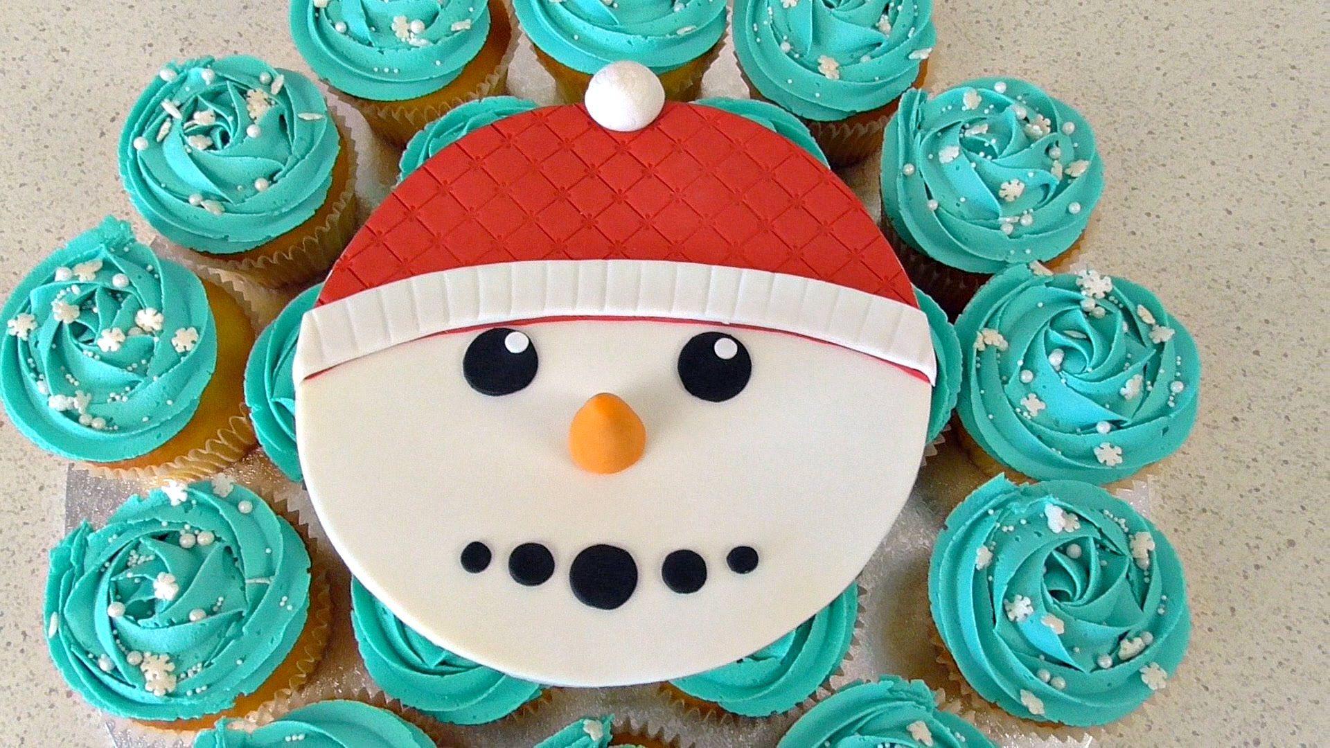 Christmas Snowman Cupcake Cake