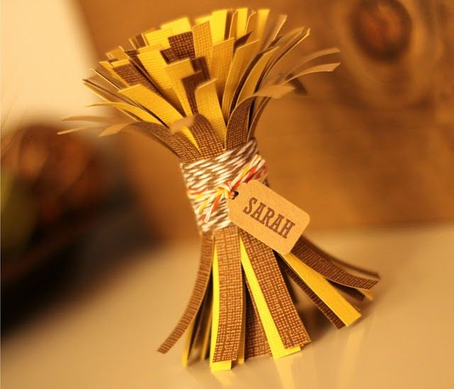 Mini Hay Bundle Name Place Cards.. perfect for thanksgiving