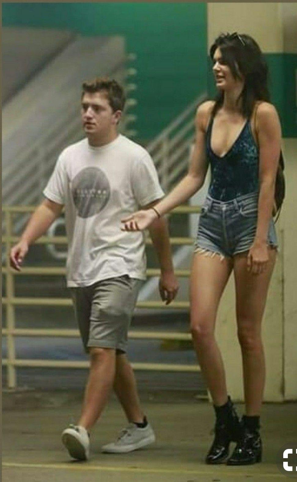 Tall boyfriend short very girl 25 Things