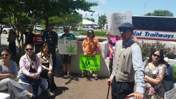 Alabama Senate committee gives OK to medical marijuana bill   AL.com