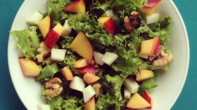 Photo of Peach Frisee Salad – barre3