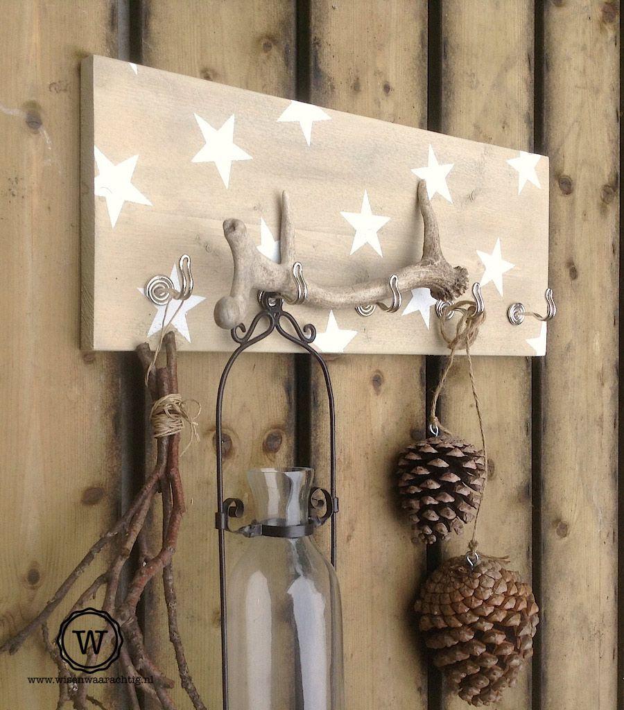 Gebruik Je Kapstok Eens Voor Woondecoratie Hier In Herfst Sfeer Decoratie Creatieve Ideeen Herfstdecoratie