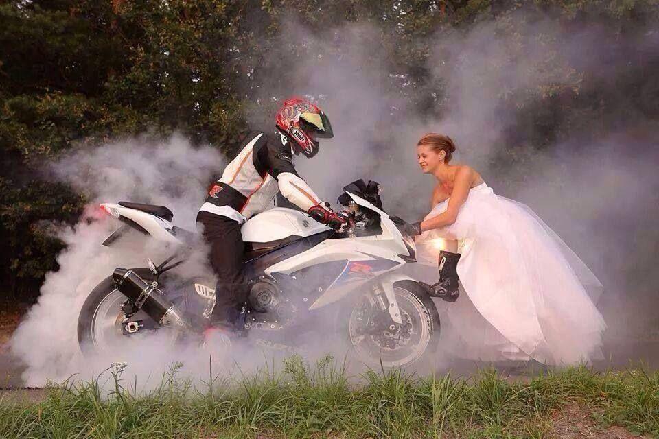 Wow mariée et moto