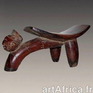 Magnifique, rare et ancien, appuie tête Mangbetu. Superbe patine brun miel. Sculpture de la tête, typique de l'art africain Mangbetu