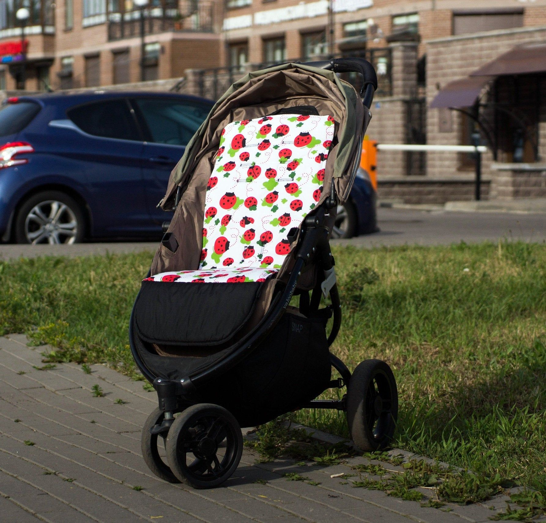 Stroller liner,with straps and with waterproof part