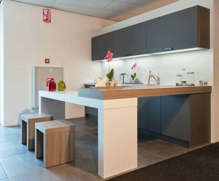 Alle keukens moderne rechte keuken met kastenwand en tafel home
