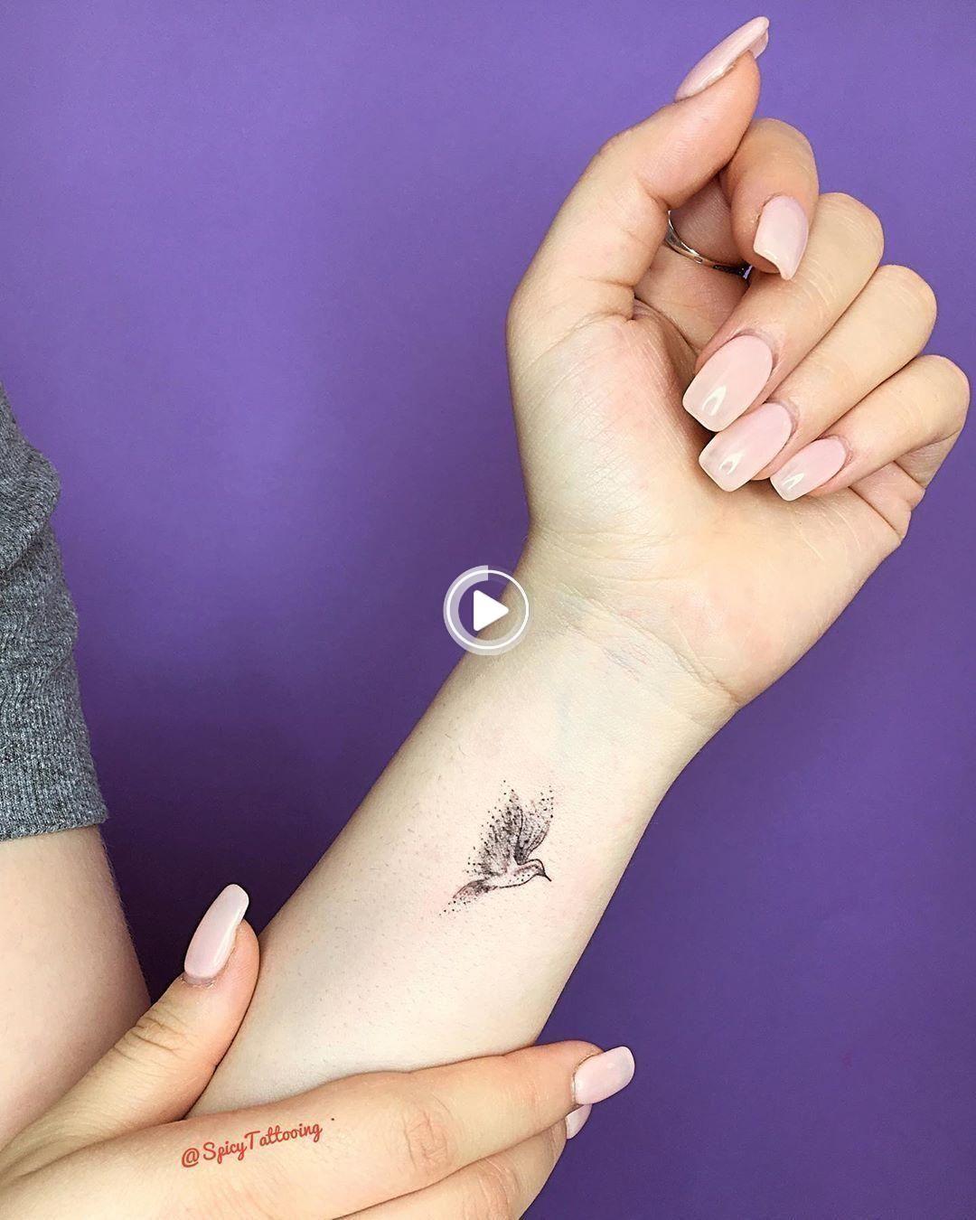 55 Tatuajes Pequeños Y Elegantes En La Muñeca Que Son Mejores Que Un Brazalete Tatuajes Delicados Femeninos Tatuajes Elegantes Tatuajes Delicados