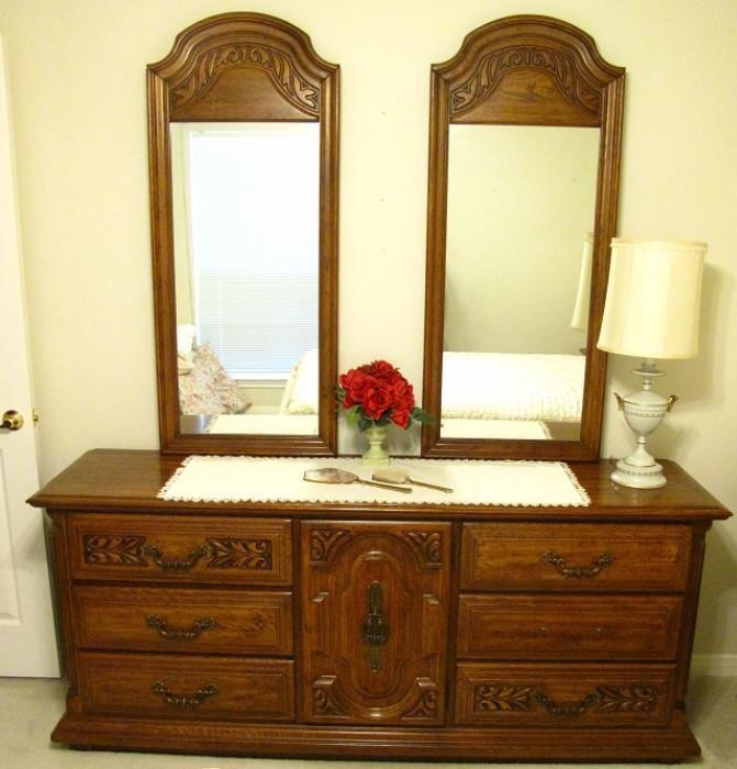 Merveilleux Sumter Furniture, Sumter S.C. Double Dresser W/ Double Mirrors.