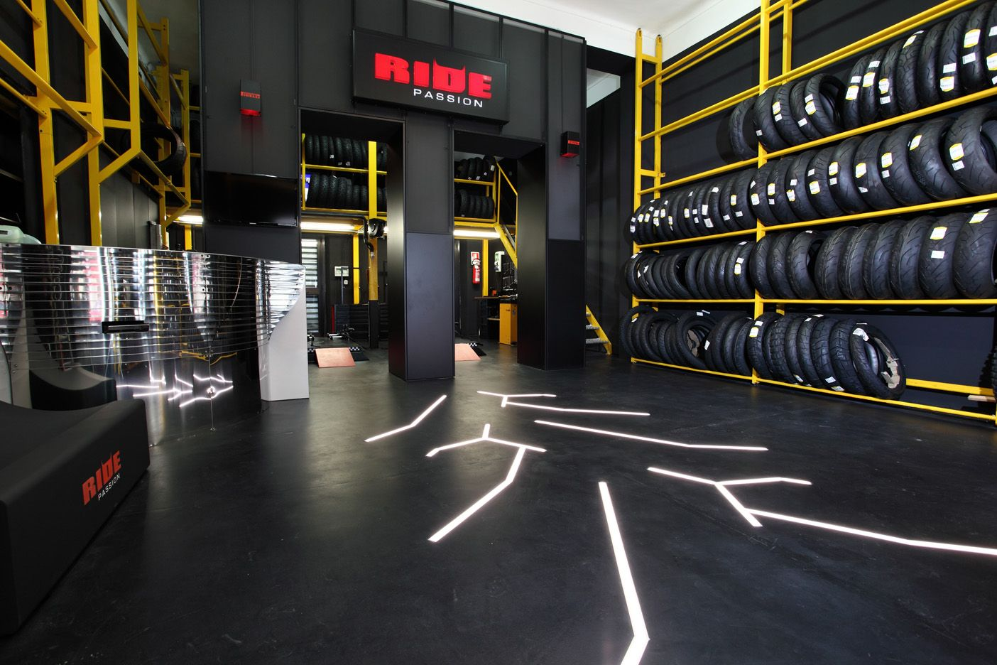 Pirelli ride passion the exclusive network of motorcycle for Garage auto frejus
