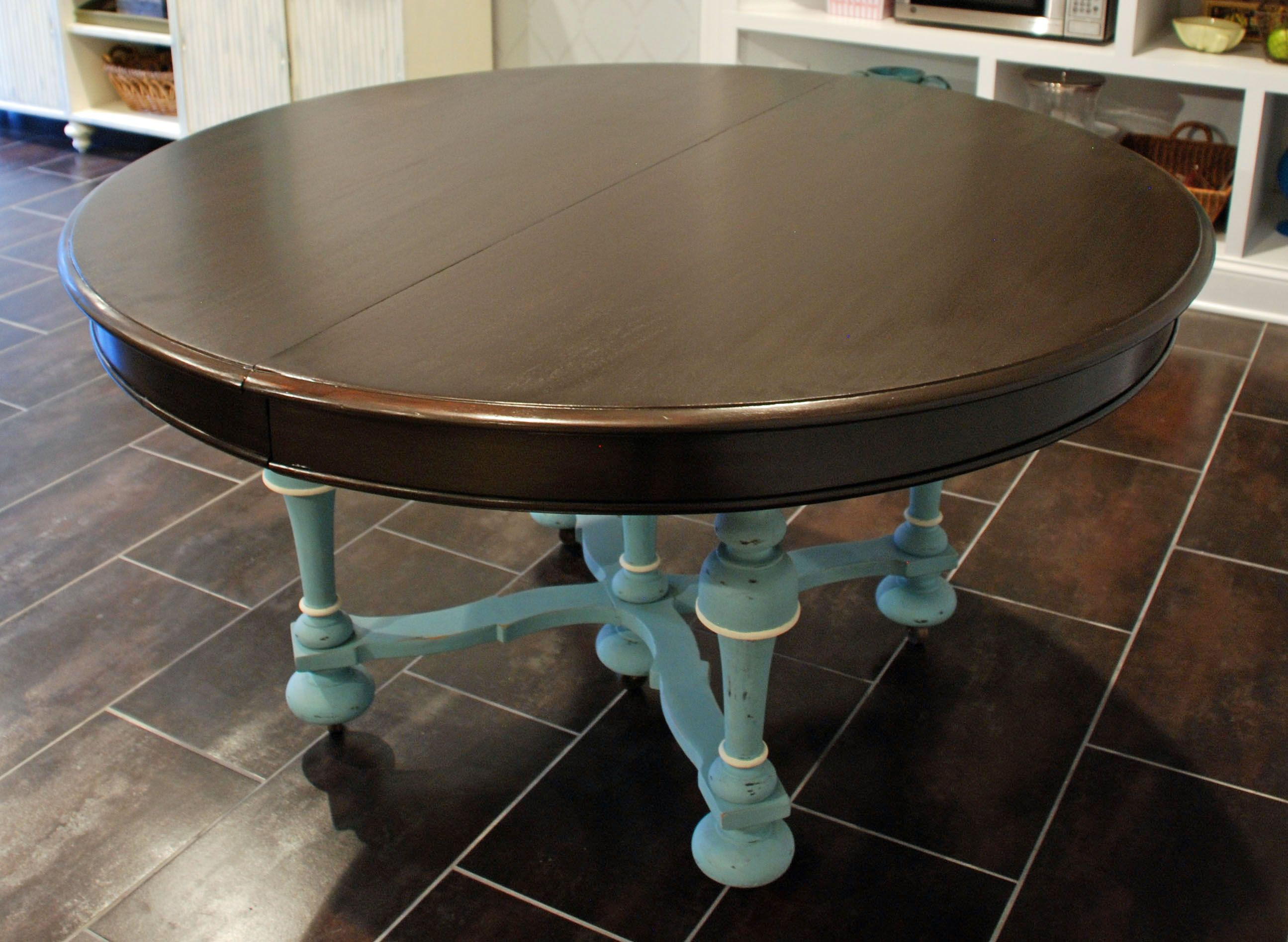 Nice 46 Stylish Painted Dining Room Table You Can Try At Home