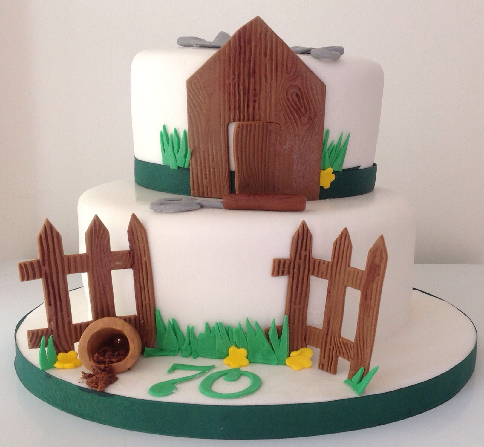 Gardening cake shed fence and gardening tools cake out