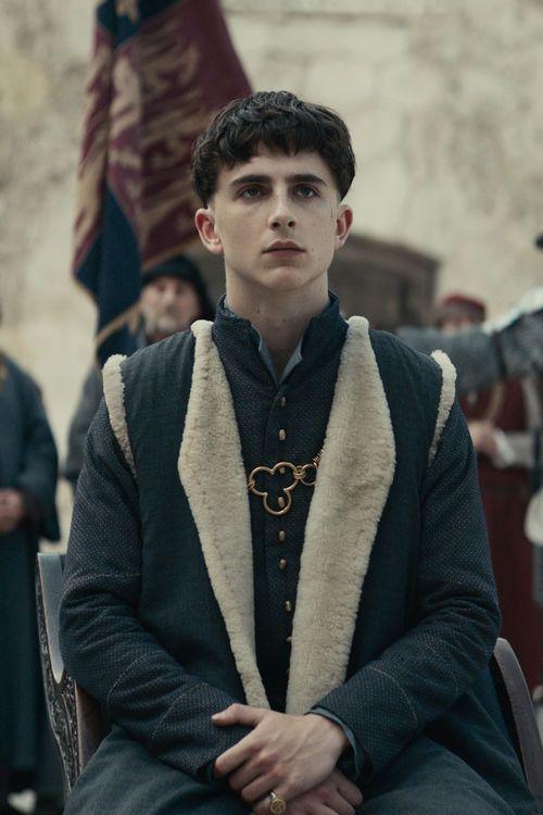 The King bei Netflix: Geschichtsstunde mit Timothée Chalamet und Robert Pattinson In