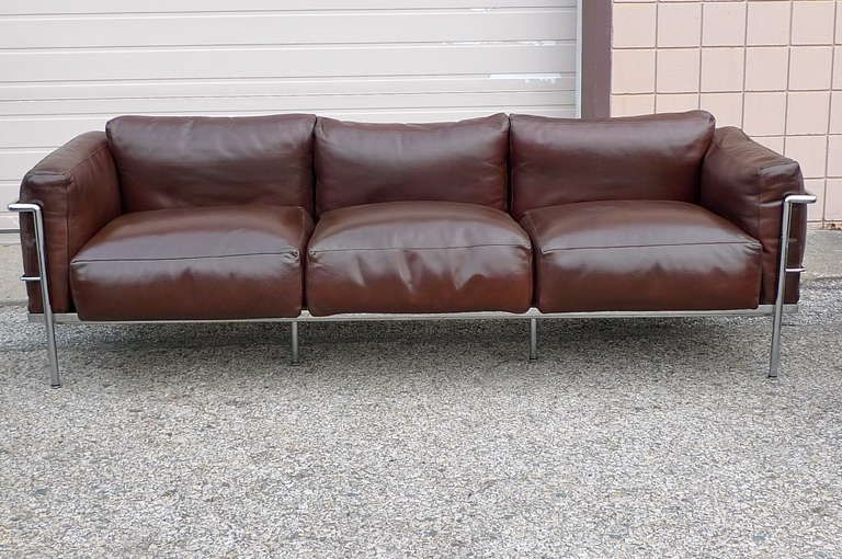 Le corbusier lc3 sofa from cassina upholstery for Le corbusier sofa nachbau