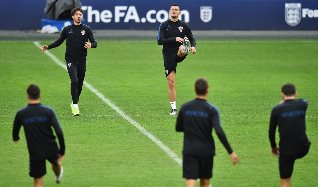 Croatia's Dejan Lovren (top R) and Sime Vrsaljko (topL) warm up before their training session at Wembley Stadium in north London on November 17, 2018, on the eve of their international Nations League football match against England. (Photo by GLYN KIRK / AFP)        (Photo credit should read GLYN KIRK/AFP/Getty Images)