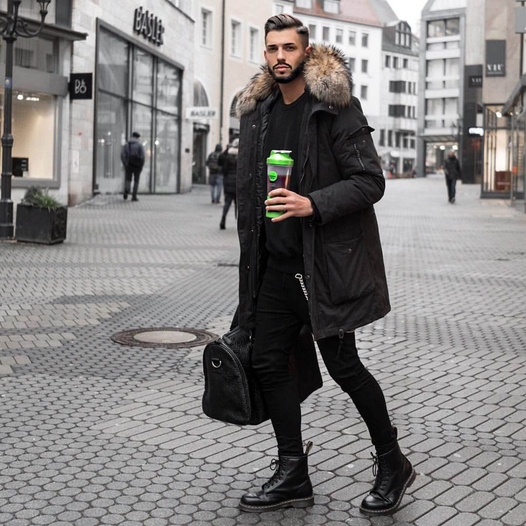 6 665 Likes 194 Comments Fio Fio 11 On Instagram Auf Dem Weg Ins Gym Darf Naturlich Mein Chelsea Boots Men Outfit Mens Clothing Styles Dr Martens Men