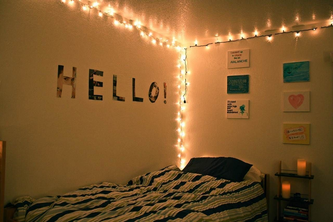 Inspiring 7+ Amazing Christmas Light Bedroom Decoration Ideas