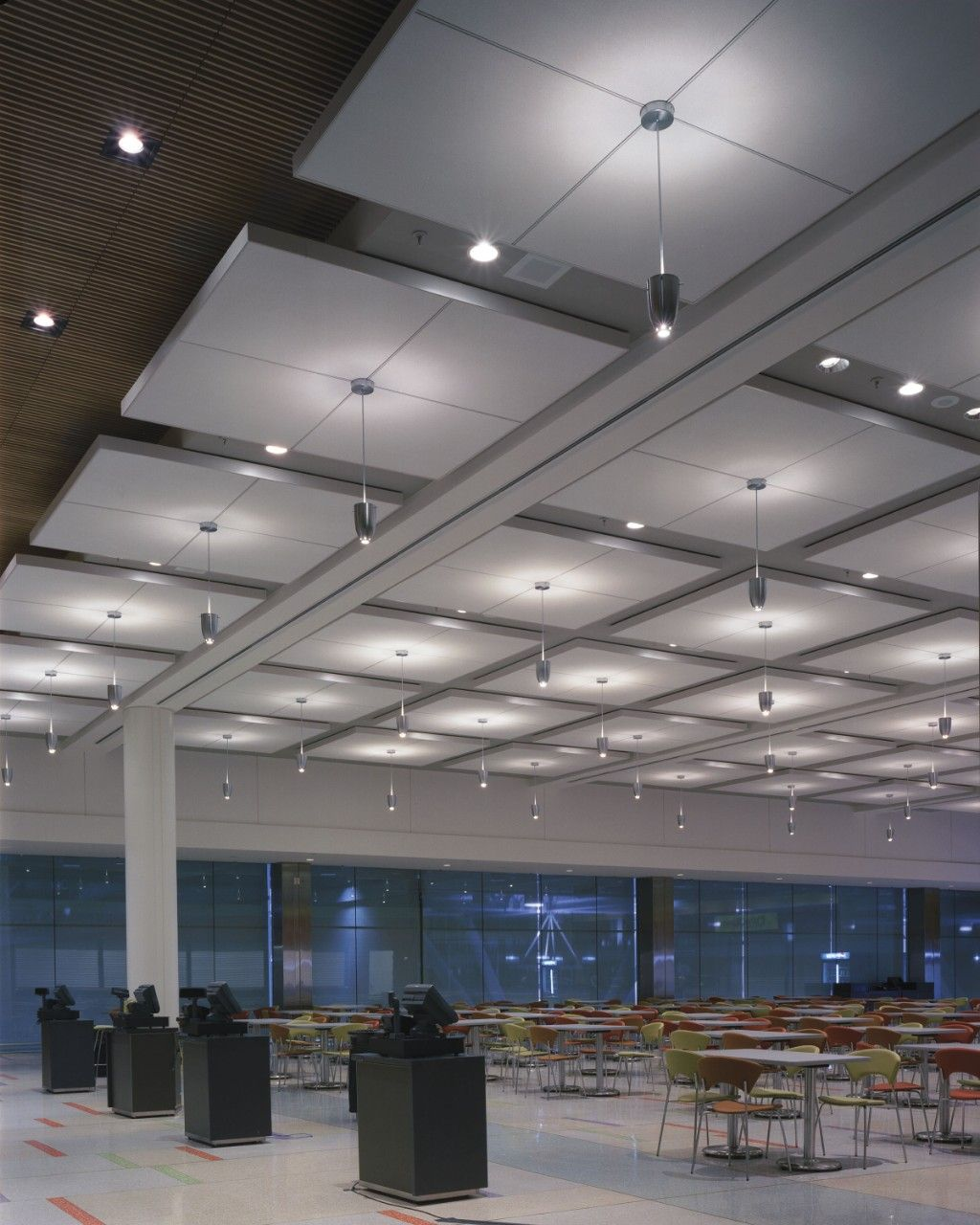 Paneles acsticos para cielo raso tablones y tamaos grandes usg usg acoustical ceiling panels and decorative ceiling tiles are available in a multitude of materials textures sizes colors and applications dailygadgetfo Images