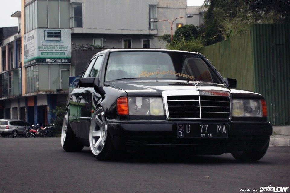 Nadhif Pradipta S 1989 Mercedes Benz W124 300e Mercedes Benz