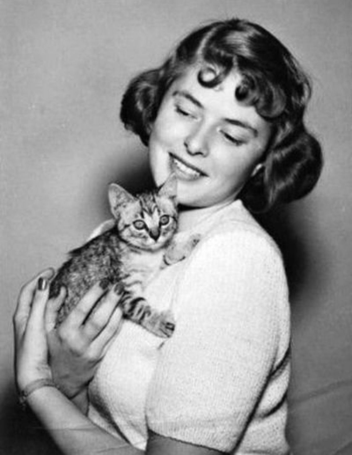 Ingrid Bergman With Her Kitty 1950s Celebrities With Cats Cat People Cat Lovers