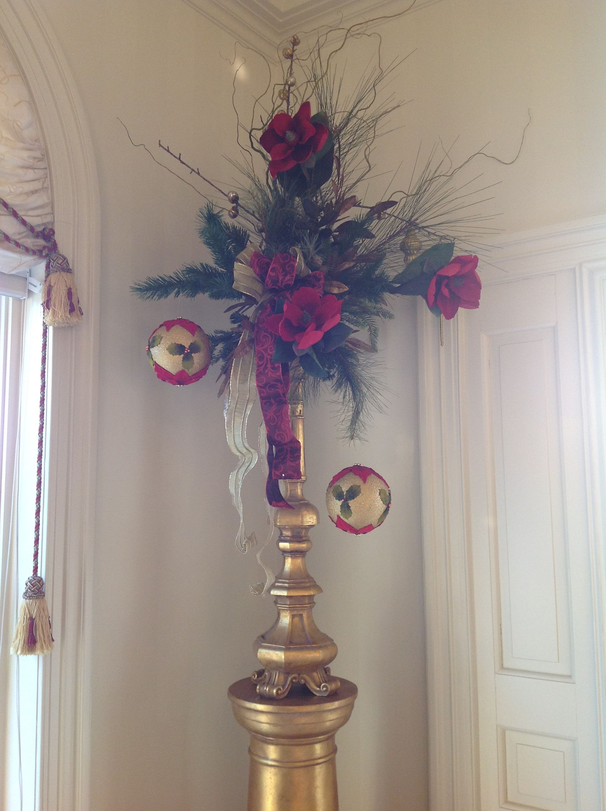 Another of Lynn's stunning arrangements created for the room...almost touched the ceiling!