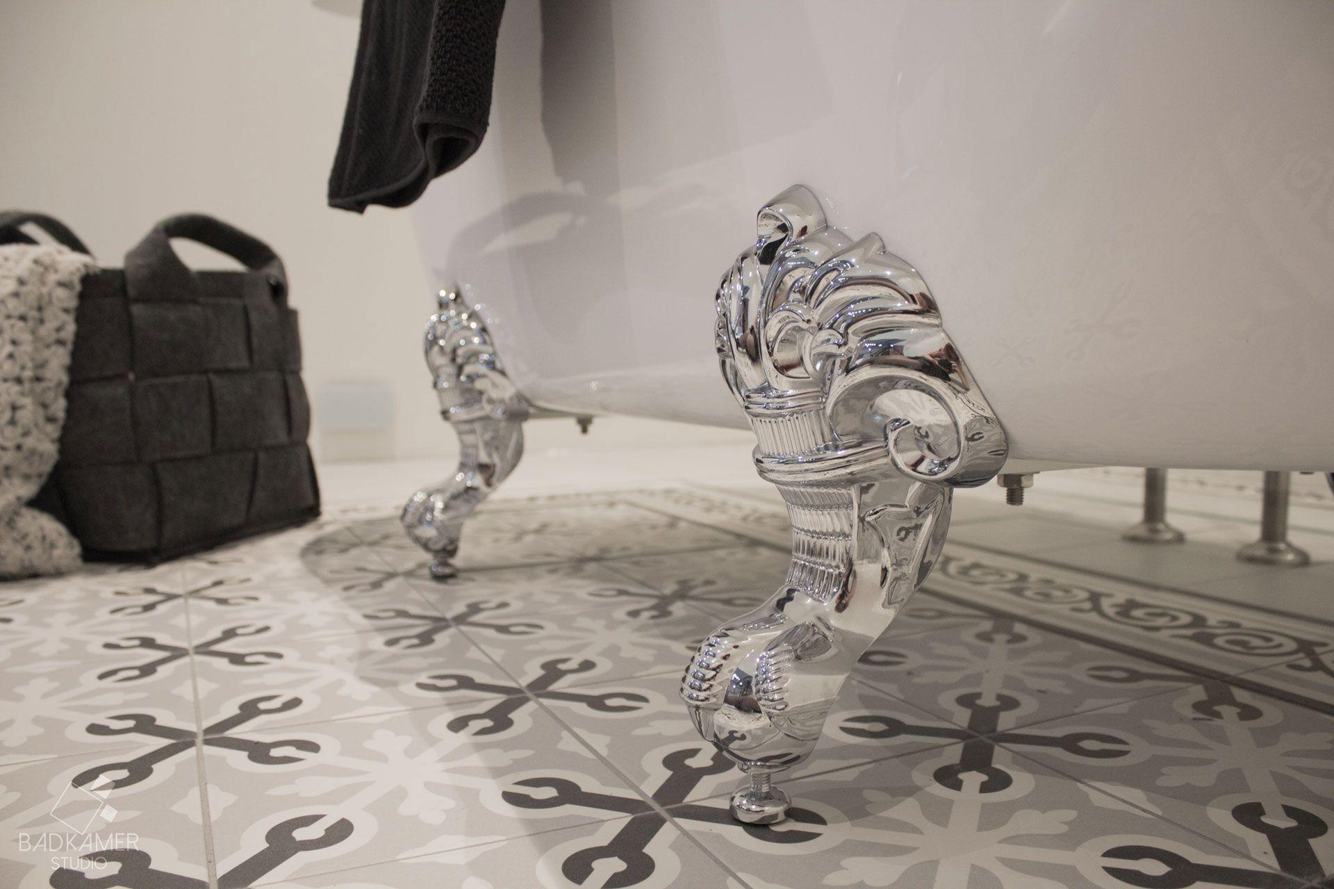 maatwerk nostalgische badkamer met vrijstaand bad decor tegels op