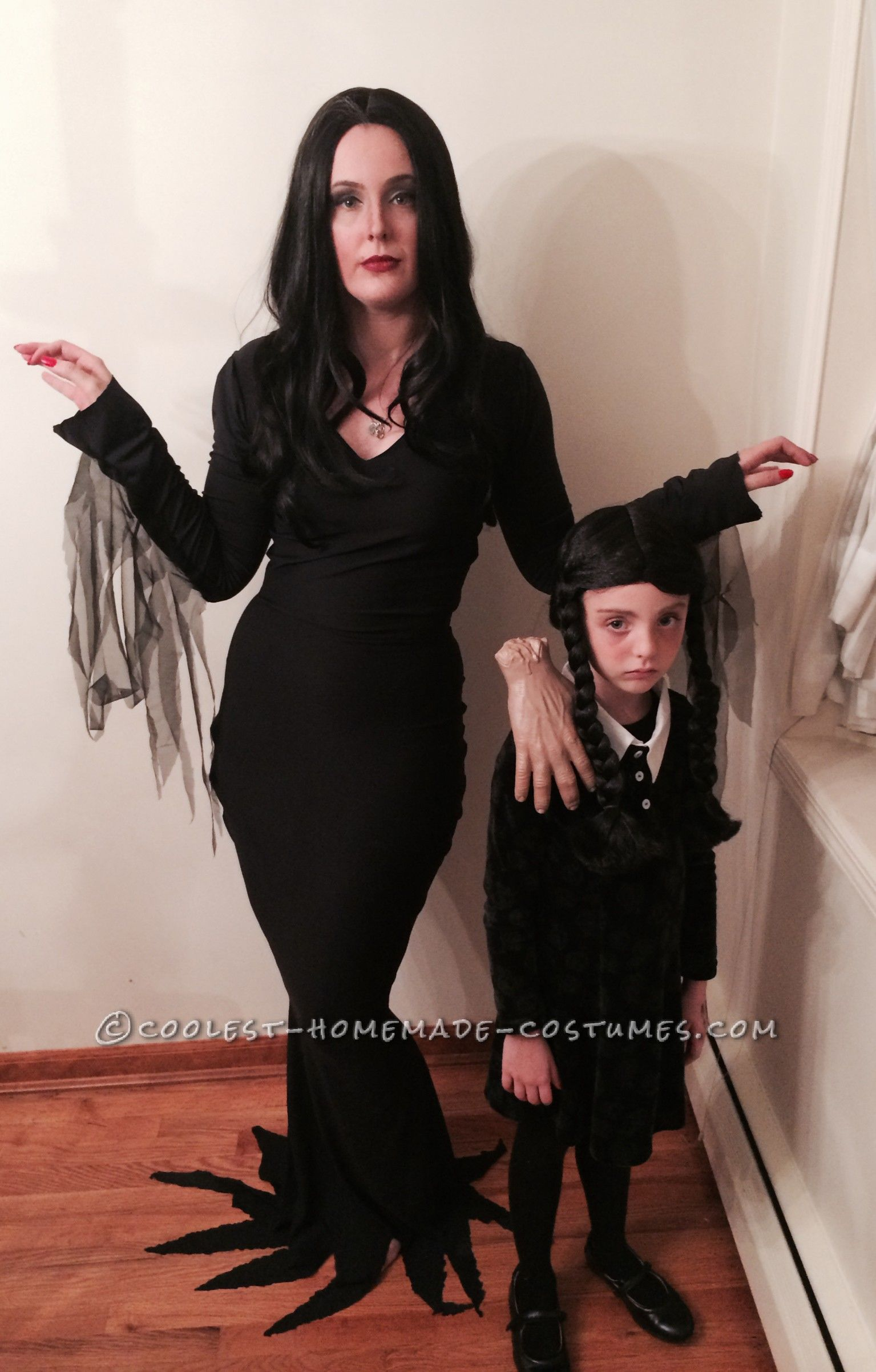 cool homemade mom and daughter couple costume morticia and wednesday addams with thing. Black Bedroom Furniture Sets. Home Design Ideas