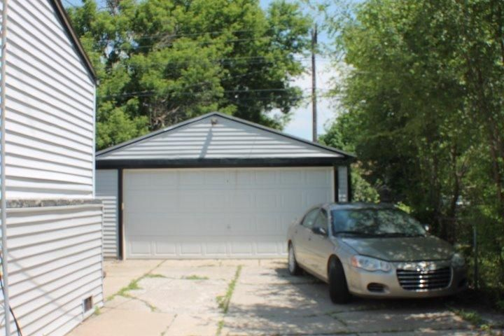 2 1 2 Car Garage Great For Storage Or To House Your 67 Chevrolet