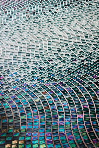 Oceanside Gltile Muse 5 8 Wave Pattern In Gradate To Center Installation Colors Used Include Tourmaline Tropical Reef Non Irid Tide Iri