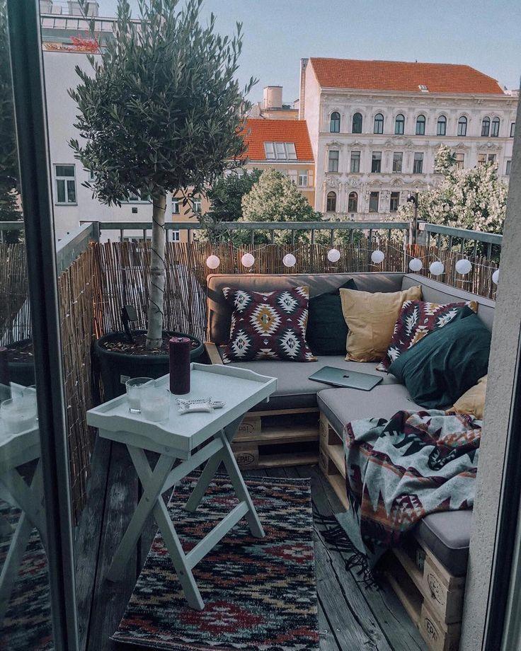 Klein aber fein ✨ Auch aus einer kleinen Terrasse kann man echt viel rausholen... - #Aber #auch #aus #echt … | Balkonentwurf, Kleiner balkon design, Kleine terrasse