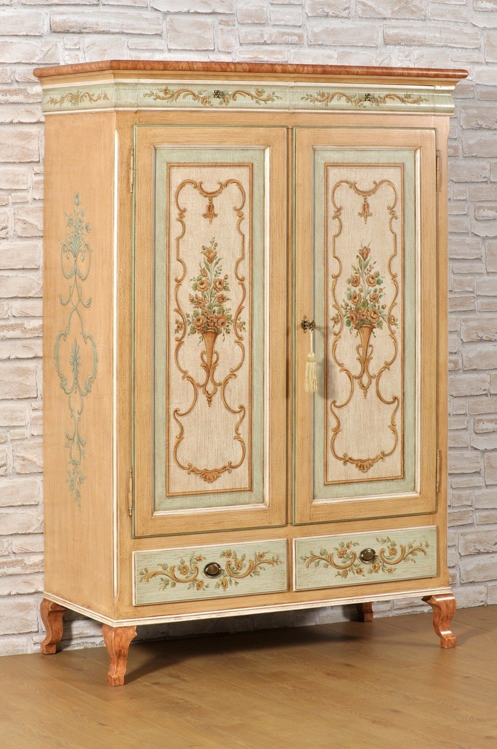 Armadi Classici Decorati.Armadio Decorato In Stile Barocco 700 Veneziano Dispensa