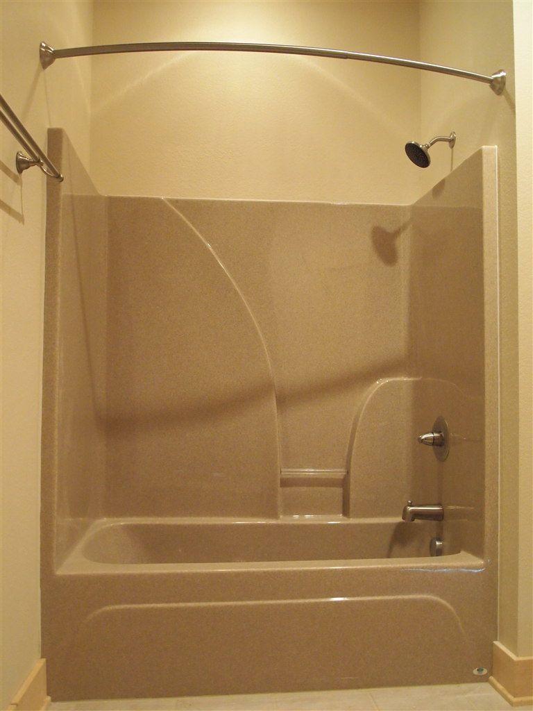 Eine Übergroße Badewanne Dusche Combo Badewanne mit
