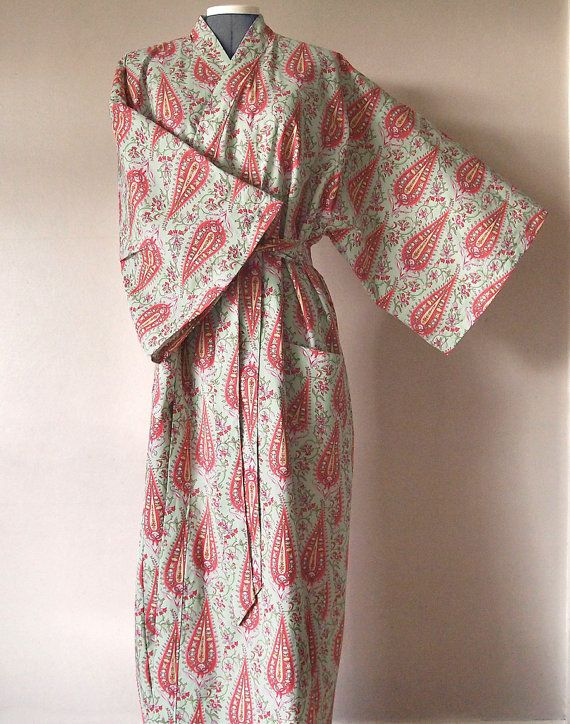 Kimono style cotton dressing gown - pink floral pattern on light ...