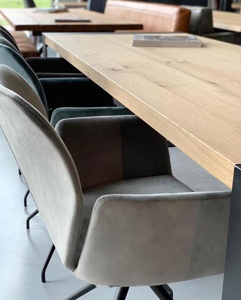Strak, modern en design in één. De stoel heeft een mooie