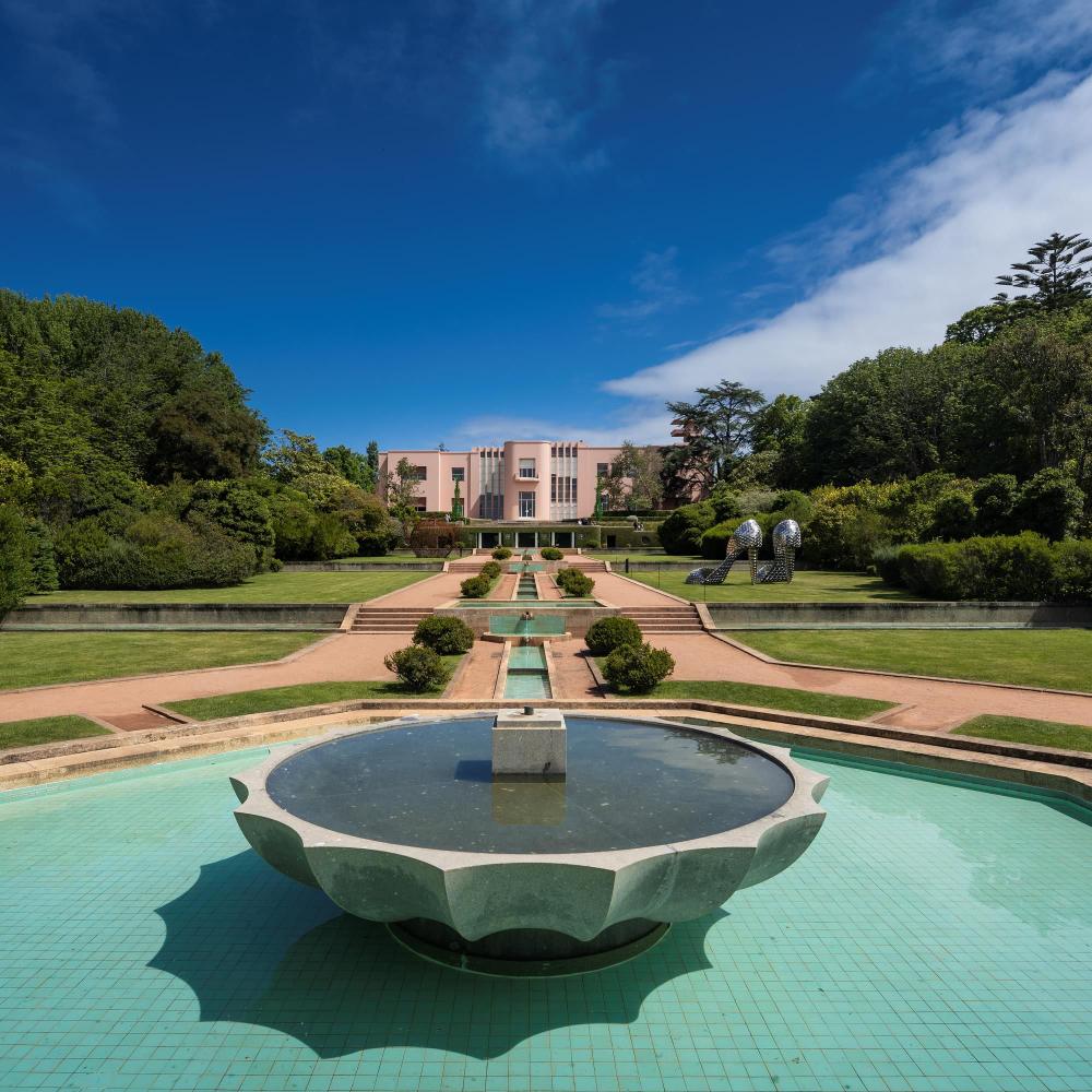 Villa Serralves An Art Deco Masterpiece Restored By Alvaro Siza In 2020 Villa Art Deco Water Features