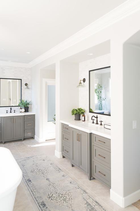 Cozy Master Bathroom Successfully Transitions The Space Between Bedroom And Bathroo Modern Master Bathroom Design Modern Master Bathroom Master Bathroom Design