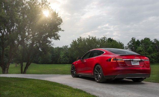 Ludicrous : la Tesla Model S aussi rapide que la Koenigsegg Agera R