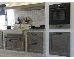 Resultado de imagem para cucina in muratura piastrelle decoração
