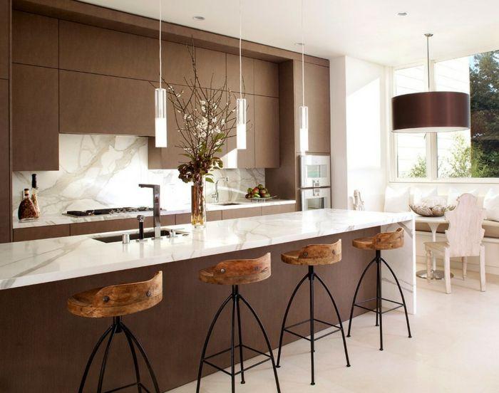 moderne-Küche-weiß-braun-große-Leuchte-Hocker-Landhausstil-modern - kchen weiss landhausstil modern