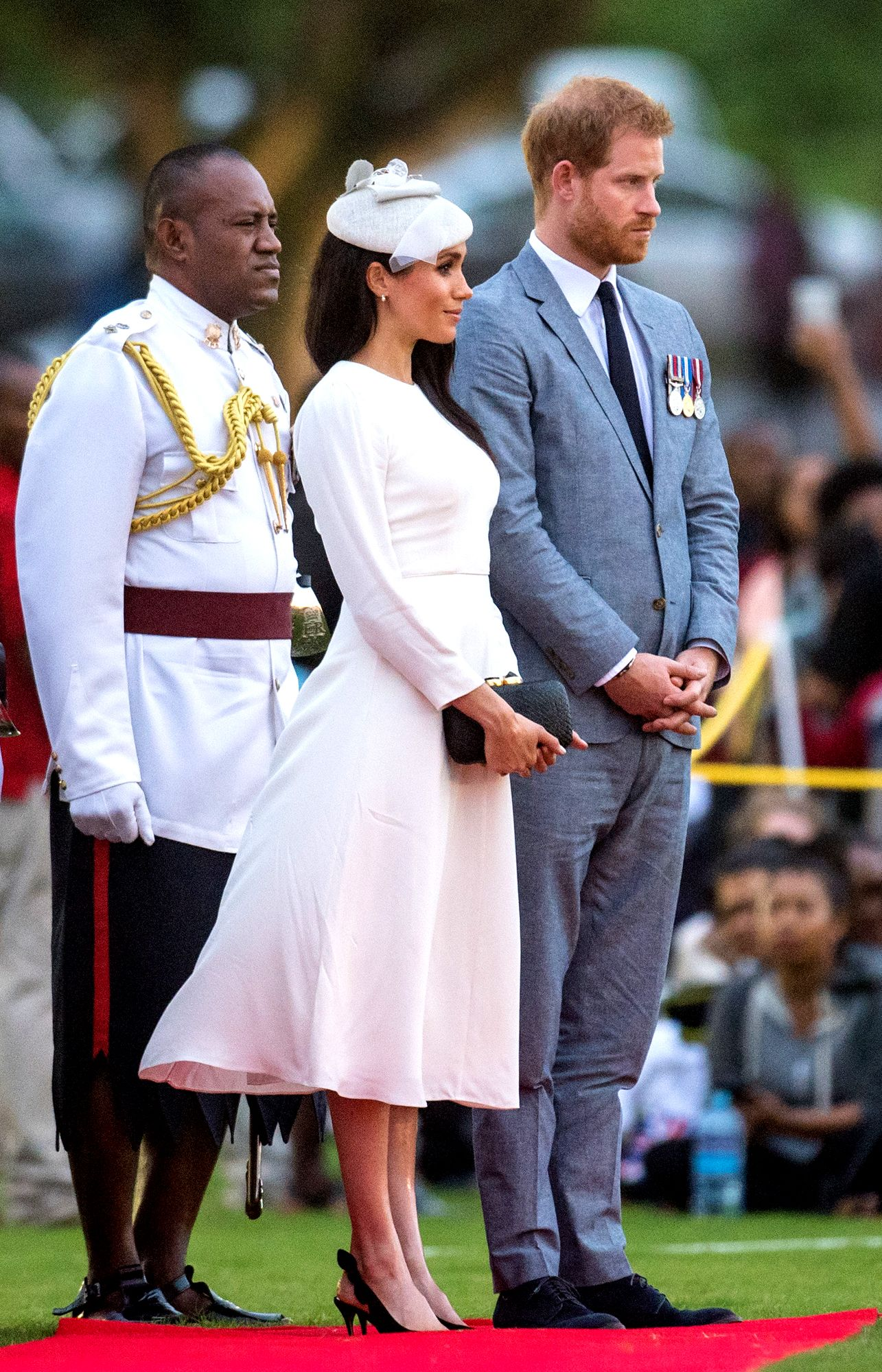Meghan Markle And Prince Harry Have A Glamorous Arrival To Fiji Complete With A Red Carpet Prince Harry Prince Harry And Megan Harry And Meghan